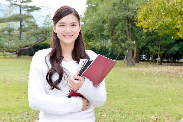 女子大学生の入学式でスーツに合う髪型ロングのアレンジは?
